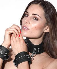 Halsband mit abnehmbaren Handfesseln