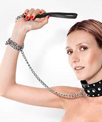 Breites Halsband mit Leine