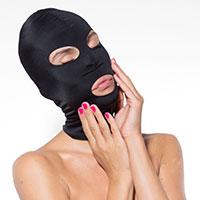 Maske mit Augen- und Mundöffnung